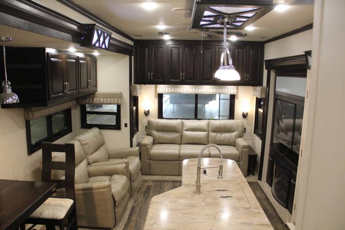 Meet The High End Of Fifth Wheels Lifestyle Luxury